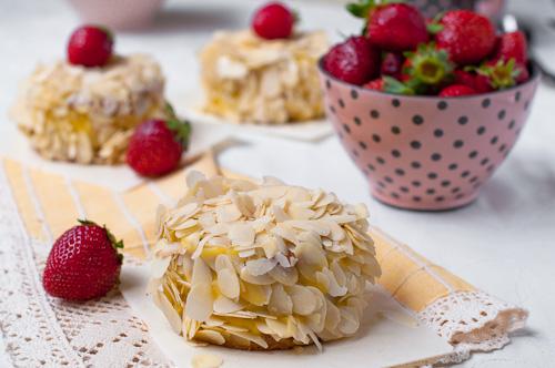 SOS – Мини бисквитени тортички