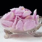 Как да си направя захаросани розови листенца