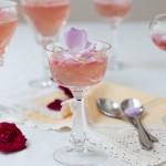Желе от рози и шампанизирано розе със захаросани розови листенца