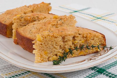Царевичен кейк с мътеница