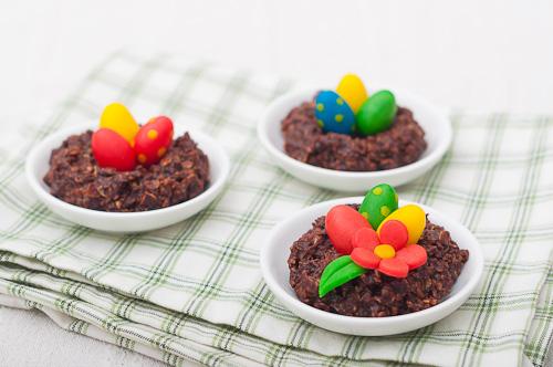 Шоколадови гнезда с марципанови яйца