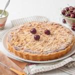 Хрупкав тарт с шамфъстък, бадеми и череши