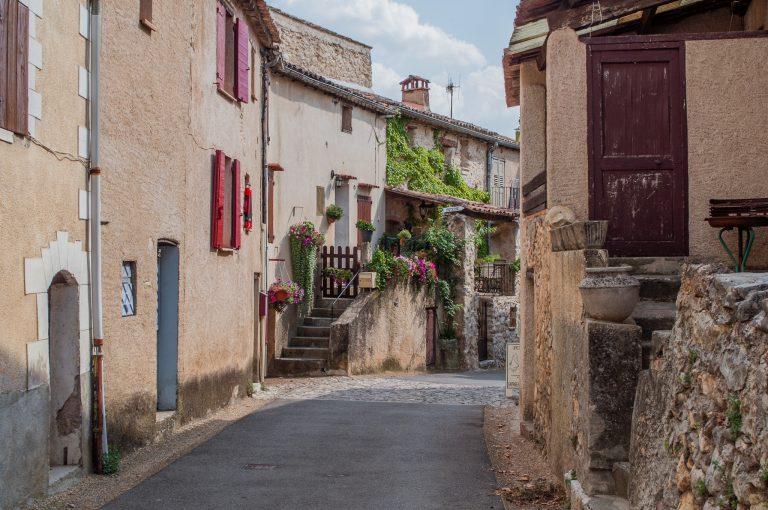 Улица в селце в Прованс