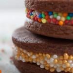 Шоколадови коледни сладки и подаръци в коледни буркани