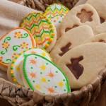Ванилови бисквити с два вида великденска украса