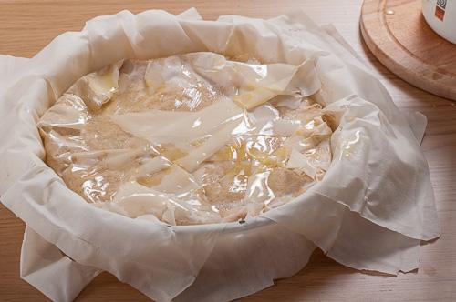 Сгъване на корите над ореховата смес