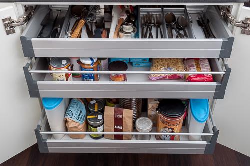 Шкафът с чекмеджета