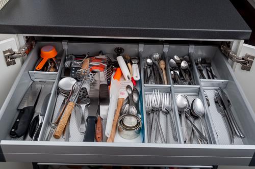 Чекмедже за вилици, лъжици, ножове и други