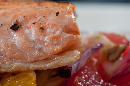 Цитрусова салата с фенел и сьомга на тиган