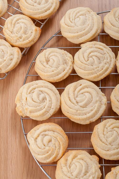 Бисквитите се охлаждат