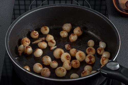 Лукчетата се сотират в масло