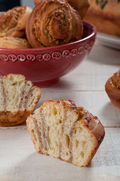 Рулца от козуначено тесто с квас с мед, орехи и вода от портокалови цветове