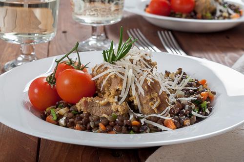 Агнешко с пармезан и салата от френска леща