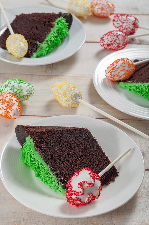 Шоколадов кейк с шоколадови великденски яйца на клечка