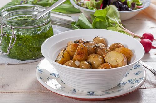 Пресни картофи със салвия и песто от левурда