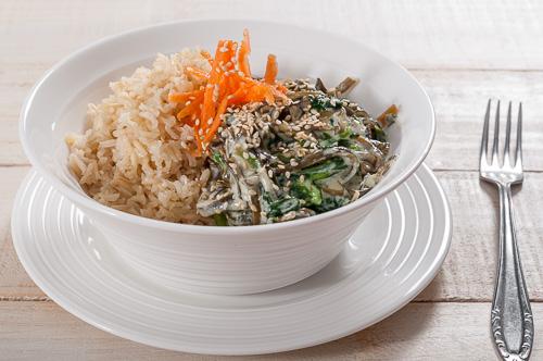 Пилаф от кафяв ориз басмати и водорасли със спанак, маскарпоне и пармезан