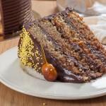 Шоколадова торта с лешници и дулсе де лече