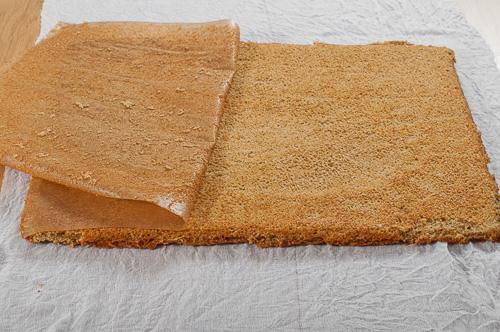 Хартията за печене се отстранява