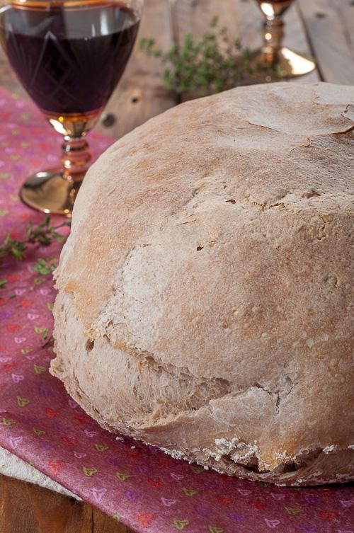 Хляб с червено вино