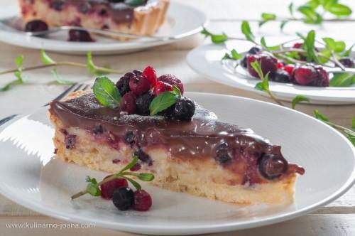 Тарт със сладкарски крем, дребни червени плодове и шоколадов ганаш
