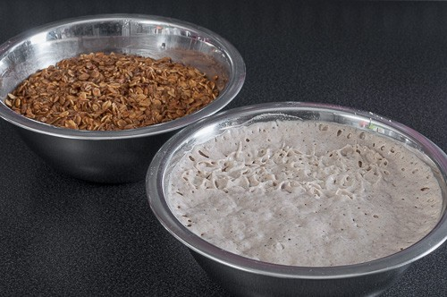 Готовите закваска и накиснати зърна