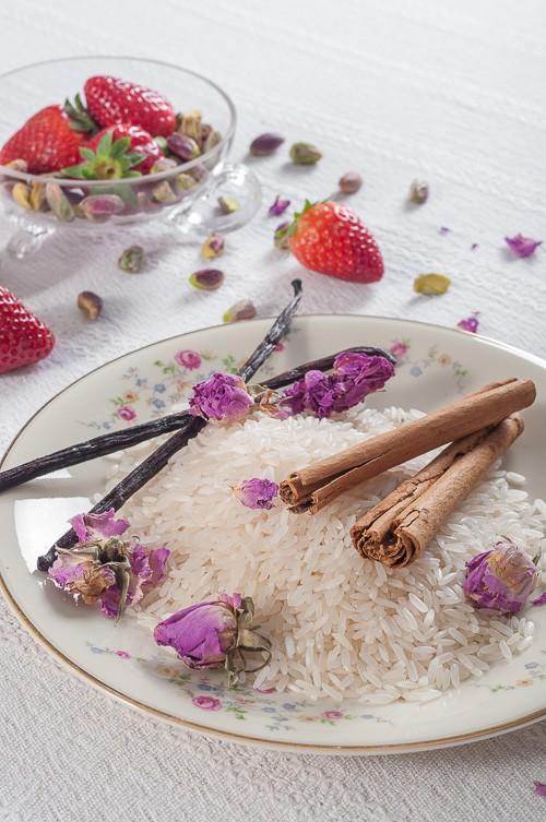 Жасминов ориз, цейлонска канела, ванилови шушулки, розови листенца, ягоди, шамфъстък