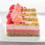 Ефирен десерт с шамфъстък, ягоди и рози + съобщение