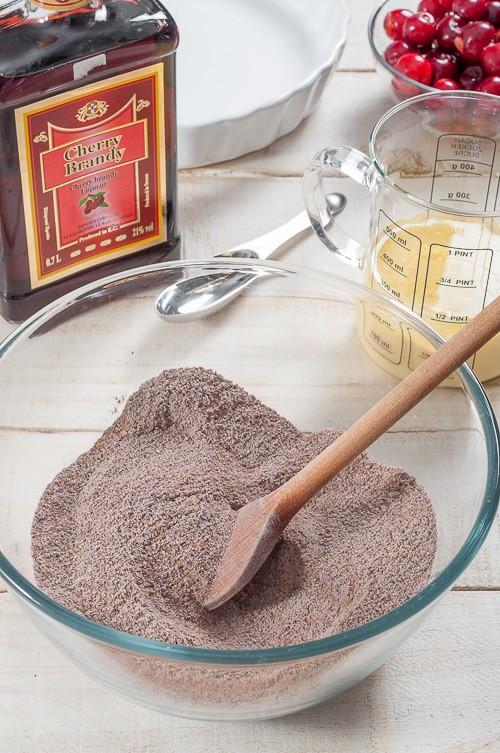 Приготвяне на лесен шоколадов сладкиш с череши