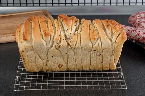Изпеченият хляб се охлажда