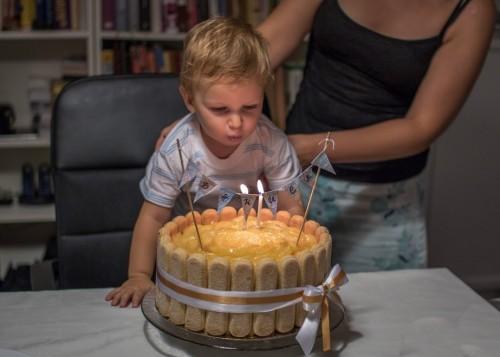 Дани става на 2 години