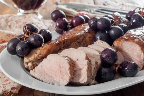Свинско бонфиле с пикантен сос от червено грозде + съобщение