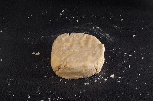 Събраното и оформено тесто