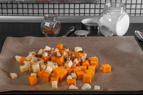 Тикавата и ябълките се подготвят за печене