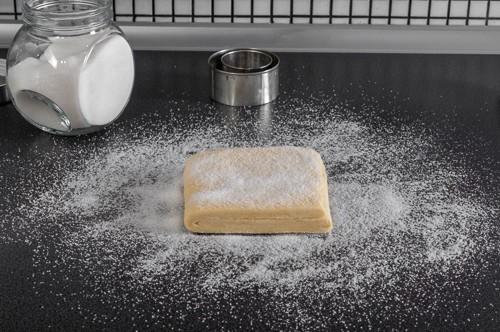 Приготвяне на тарталетите от бързо многолистно тесто