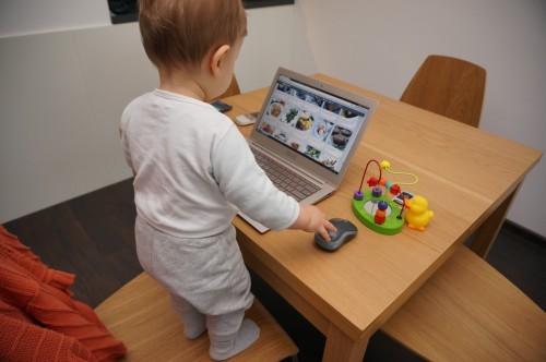 Даниел на лаптопа