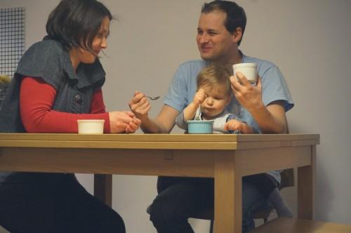 Аз, Вальо и Даниел ядем десерт