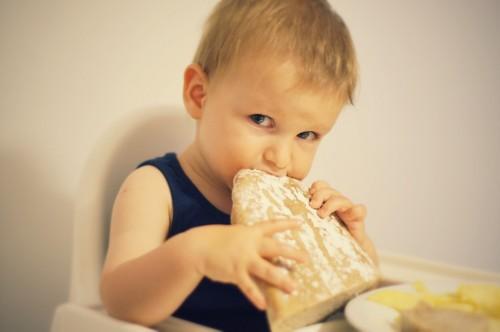 Даниел яде хляб