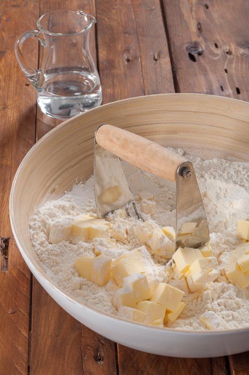 Замесване на ронливо маслено тесто