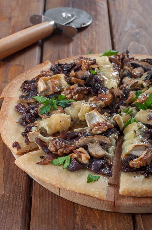 Опция на тарта с тесто за пица за основа