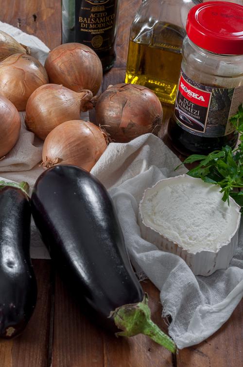 Патладжани, лук и козе сирене