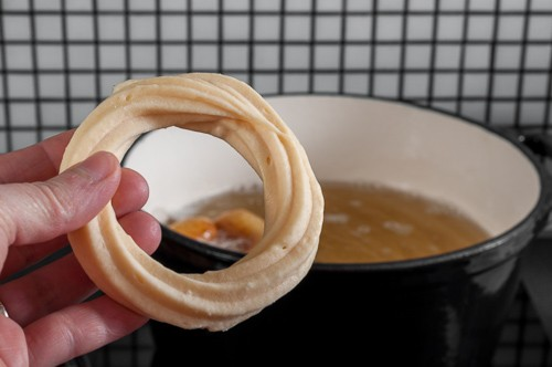 Замразеното тесто се отделя лесно от хартията