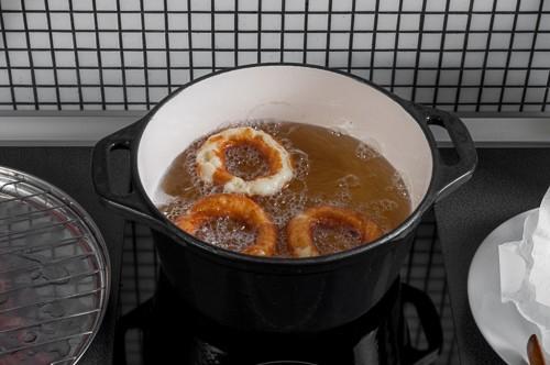 Замразеното тесто се напуква по време на пърженето