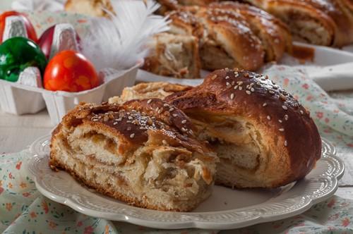 Козуначен хляб с плънка от сусамов тахан с мед и тахан халва