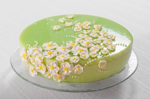 Ягоди и жасмин в пролетна декорация