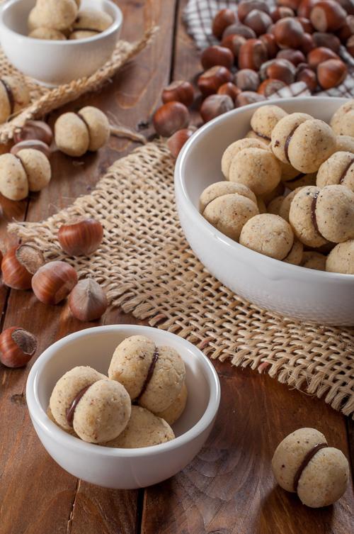 Baci di Dama - италиански сладки с лешници и шоколад