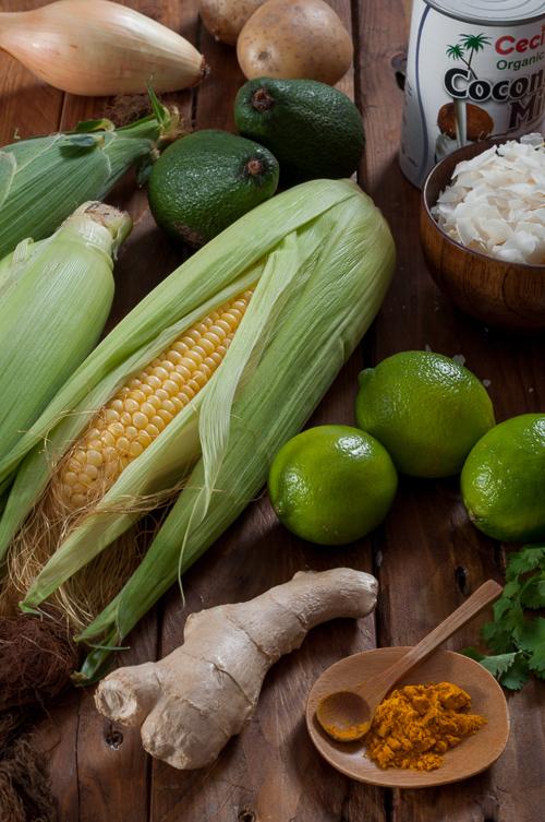 Продукти за супа от царевица с кокос и авокадо