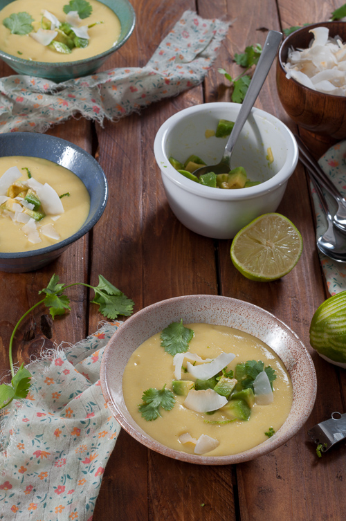 Студена супа от царевица с кокос и авокадо