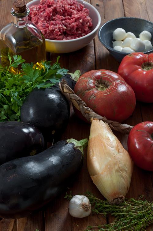 Патладжани, лук, домати, моцарела и телешка кайма за пълнени патладжани