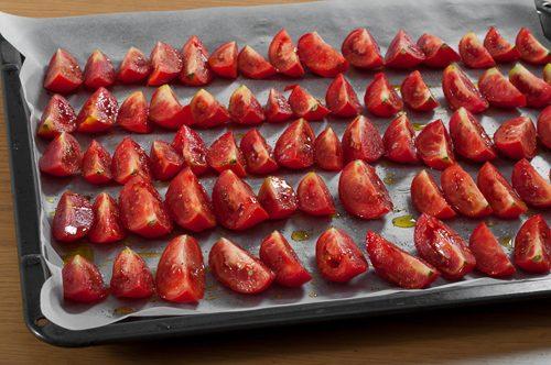 Подготвените домати за бавно печене