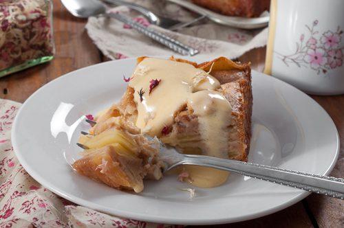 Ябълков сладкиш с крем забайон